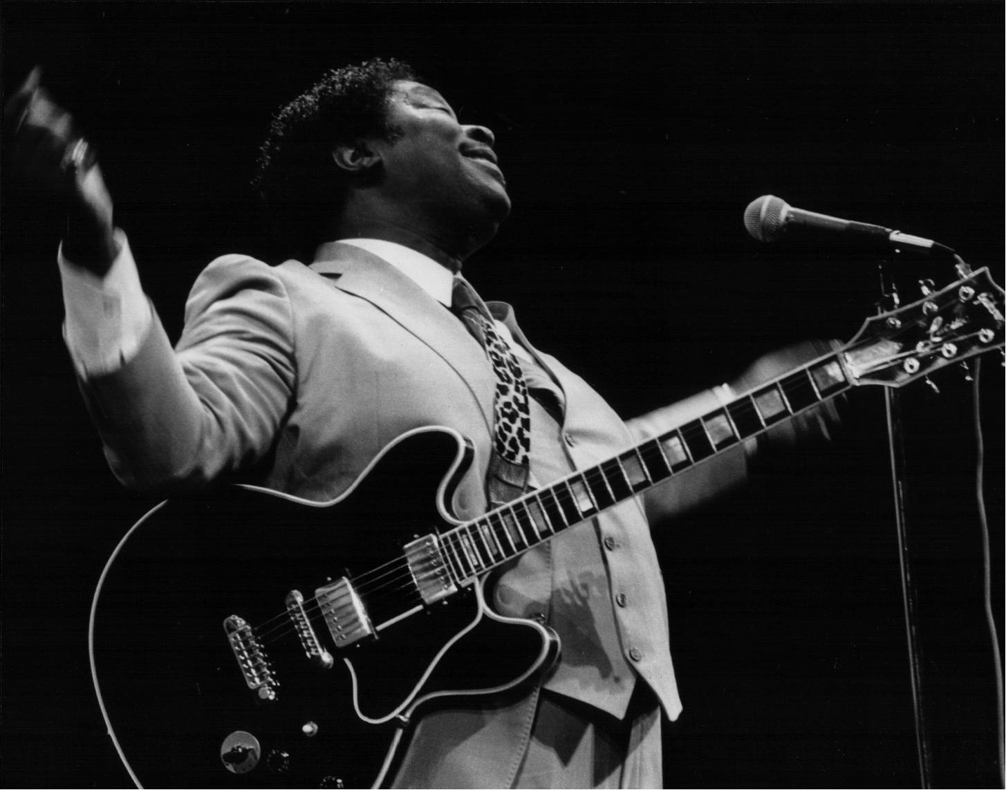 BB King onstage in 1985