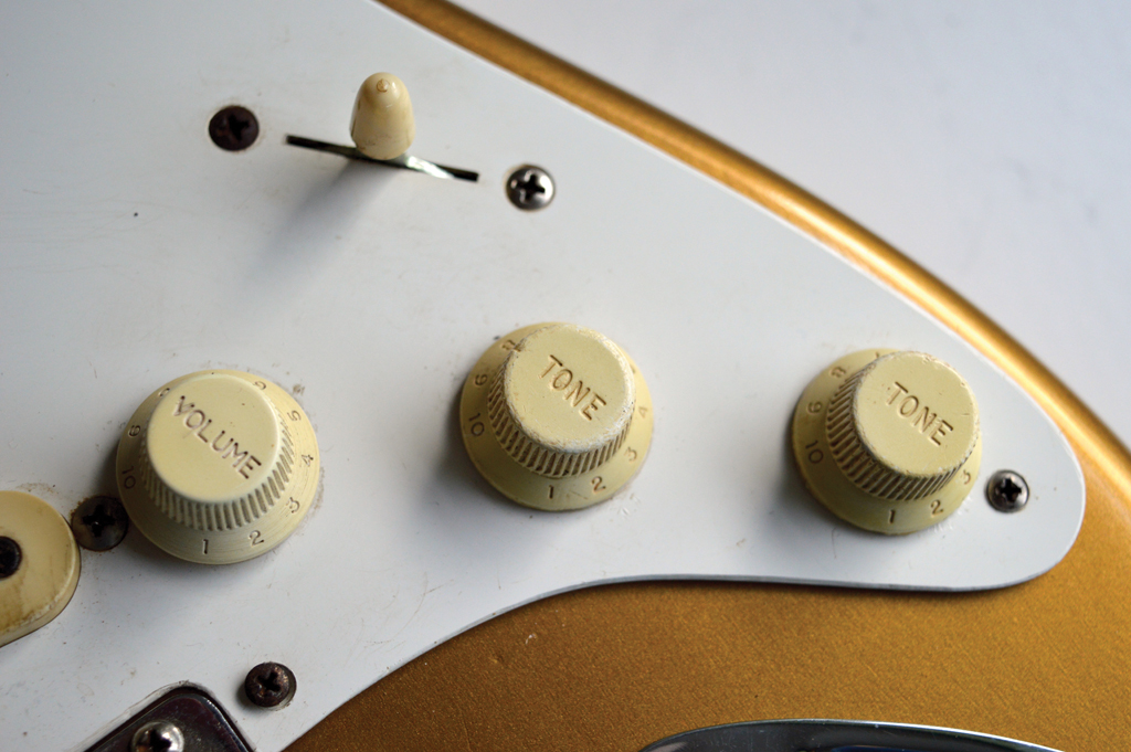 Pic 14 - Knobs