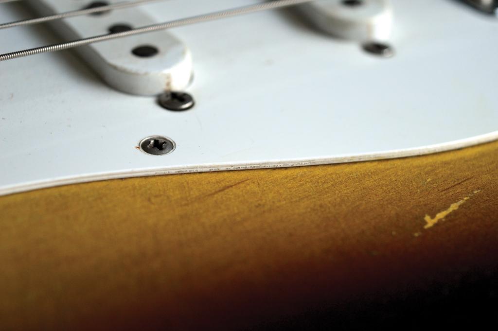 Pic 15 - Pickguard edge 1