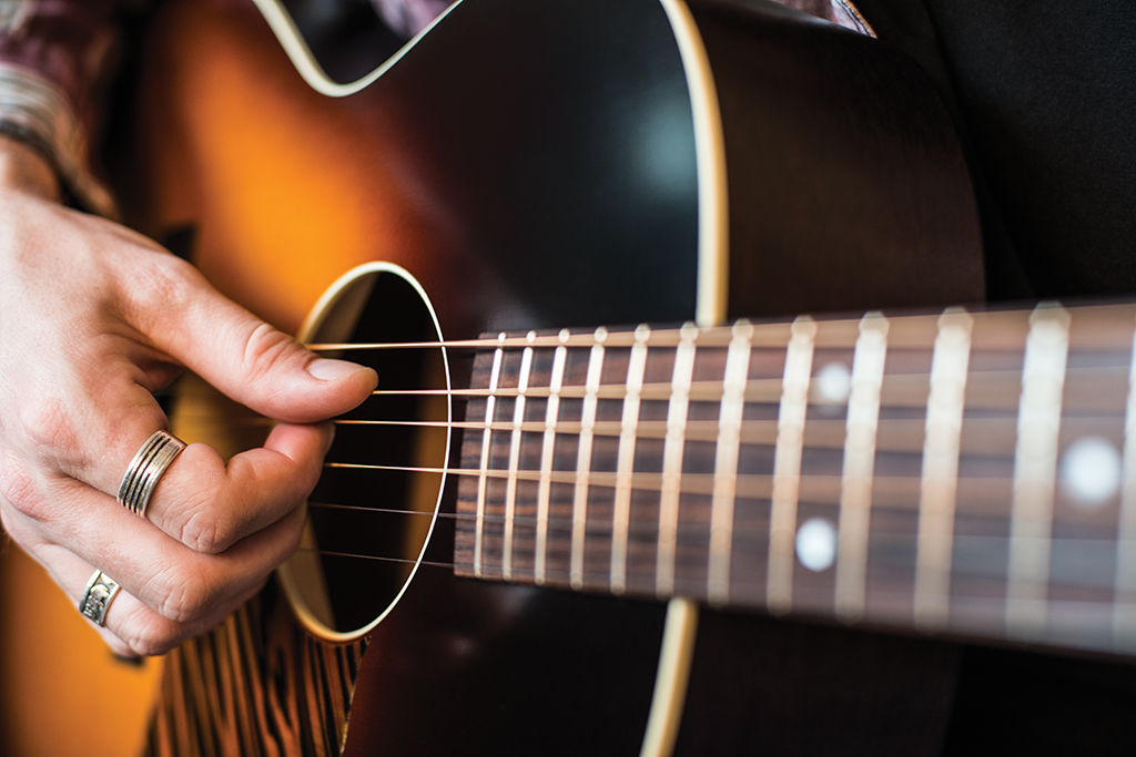 How To Buy An Acoustic Guitar The Guitar Magazine The Guitar