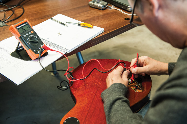 gibson-custom-behind-the-scenes-37