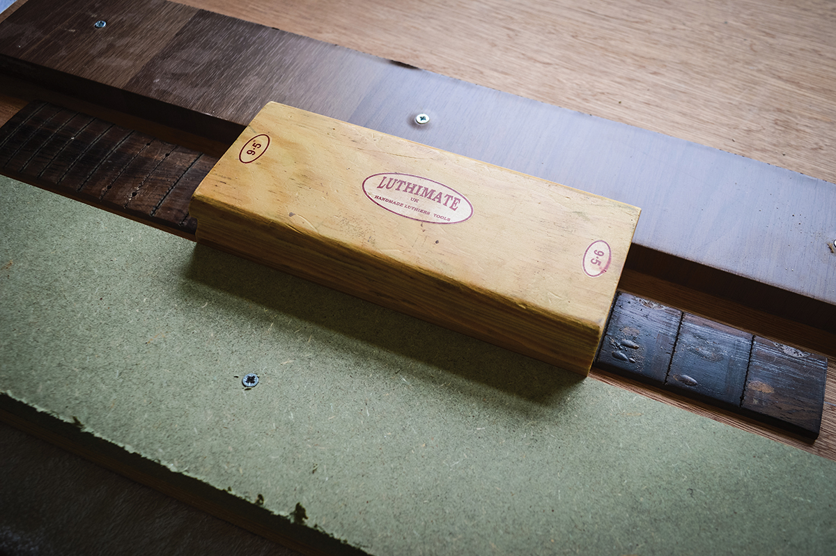 pic-1-fingerboard-levelling