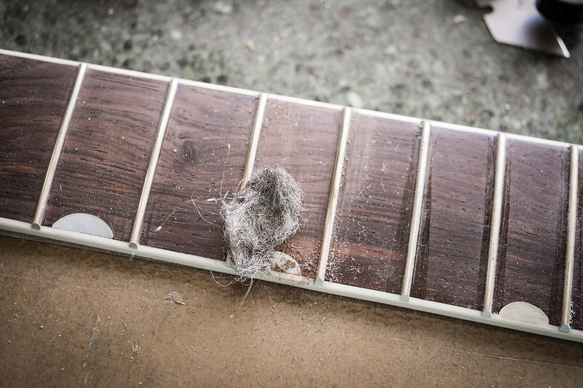 pic-8-cleaning-fretboard