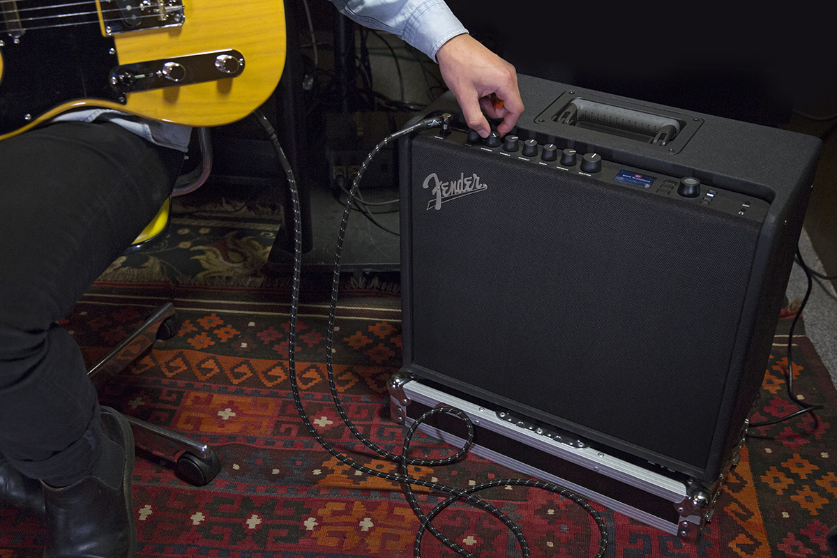 how to connect gt 100 to guitar and amp