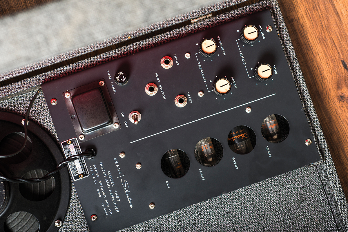 Vintage Bench Test Silvertone 1457 Two For One All Mark Tremonti Prs Wiring Diagram Amp Valves Can Be Seen Through Cutouts In The Casing