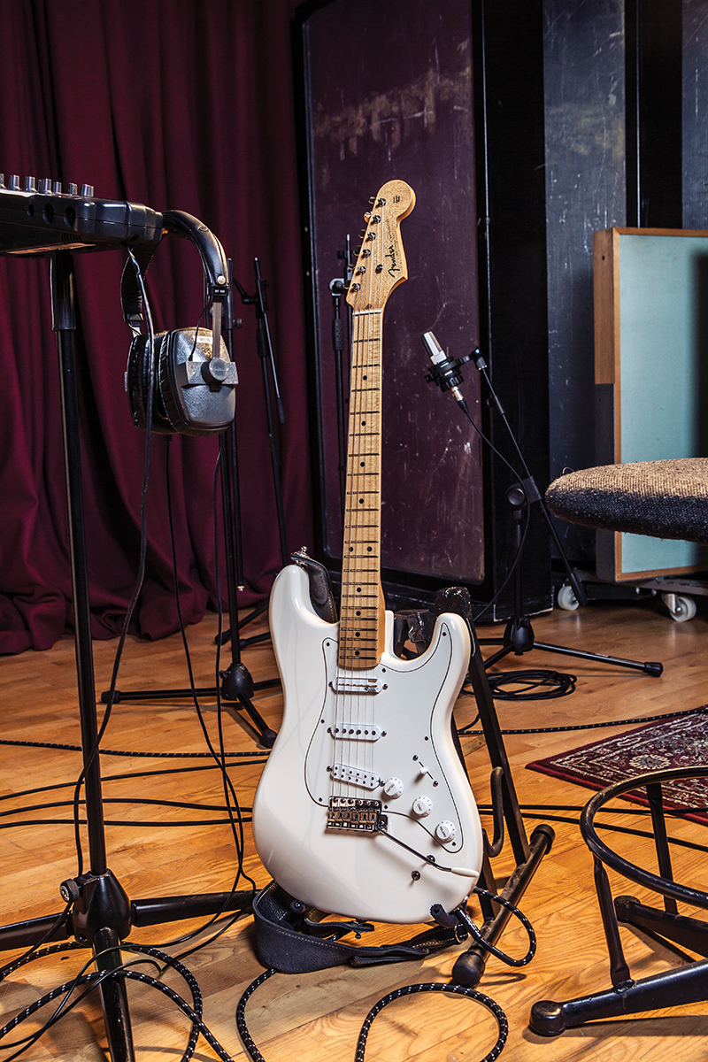 fender eob sustainer stratocaster review all things guitar. Black Bedroom Furniture Sets. Home Design Ideas