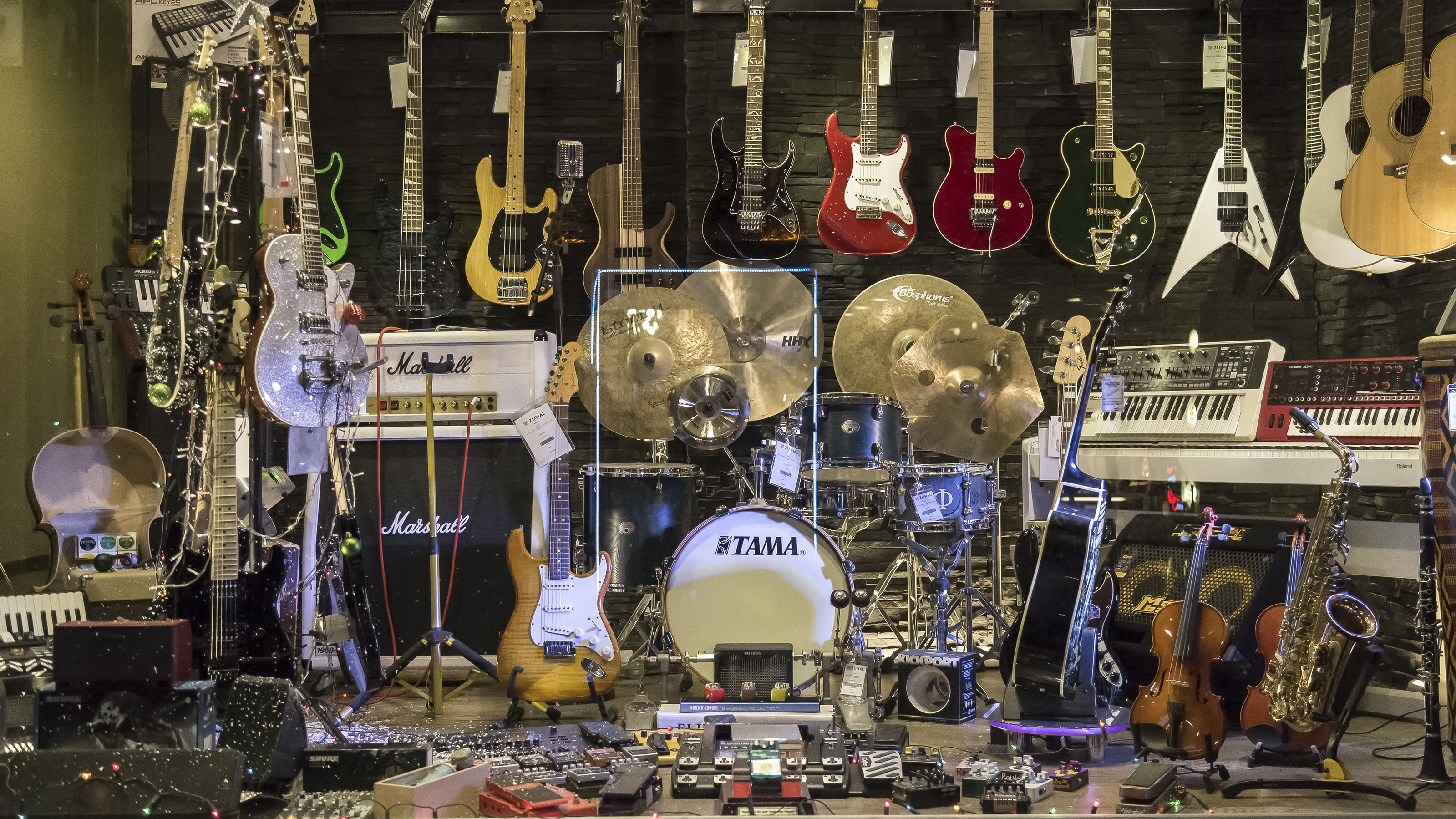 six guitar pros on why you shouldn t obsess over gear. Black Bedroom Furniture Sets. Home Design Ideas
