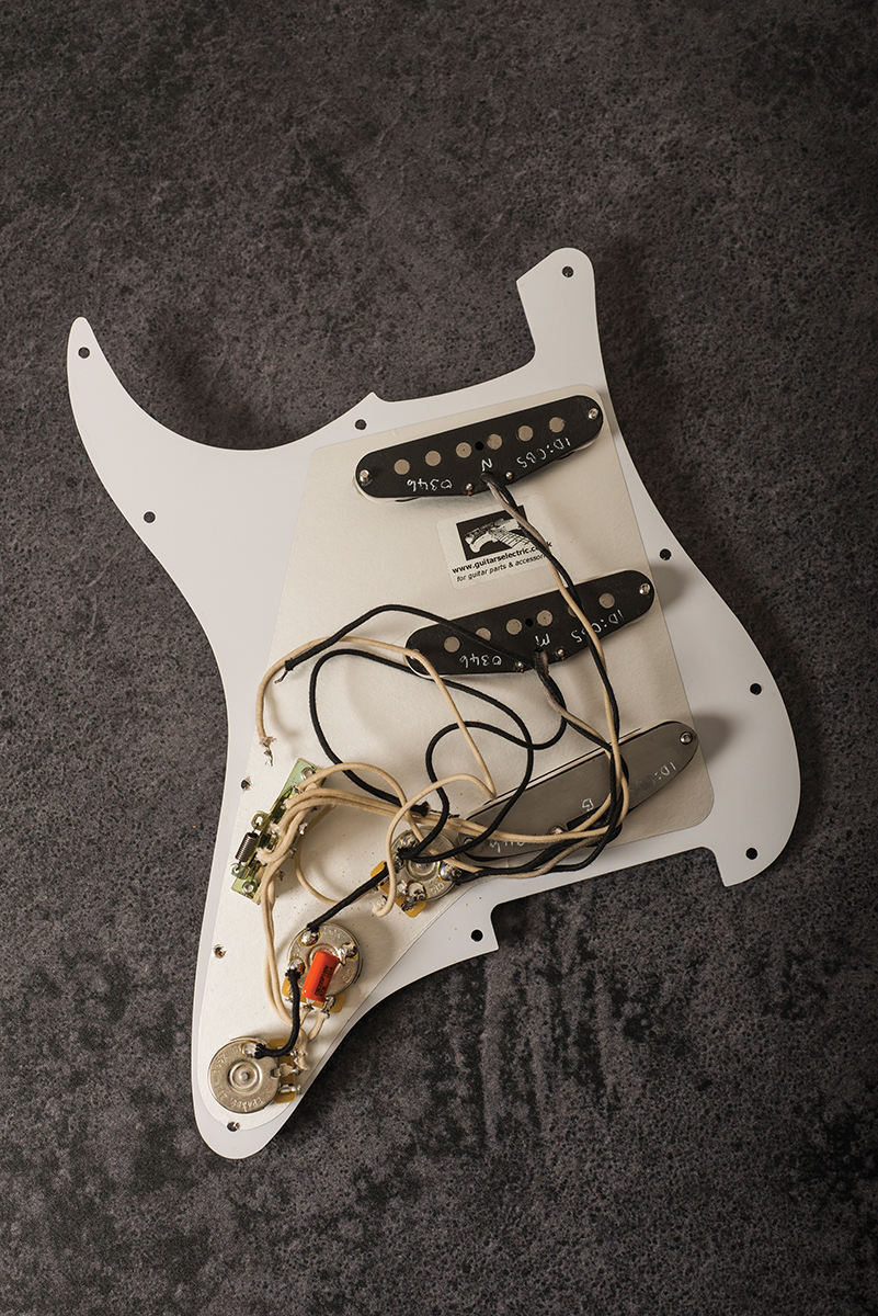 radioshop id chris buck loaded strat pickguard review all things guitar. Black Bedroom Furniture Sets. Home Design Ideas