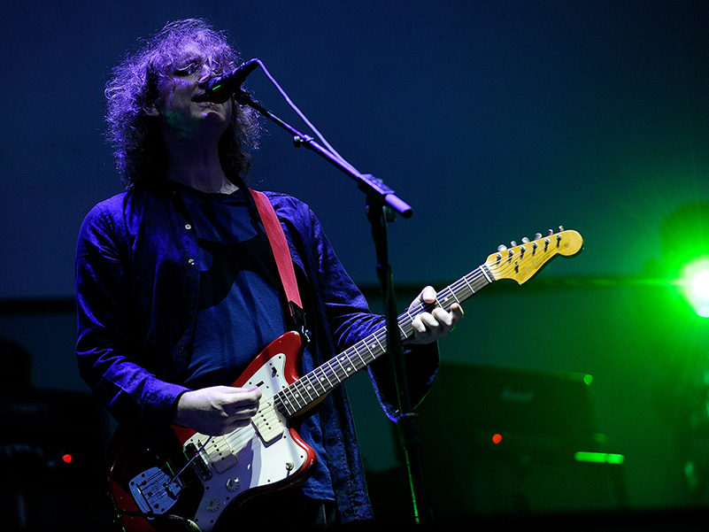 Watch Kevin Shields talk about his Jazzmaster experiments