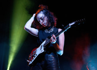 St Vincent live guitar concert