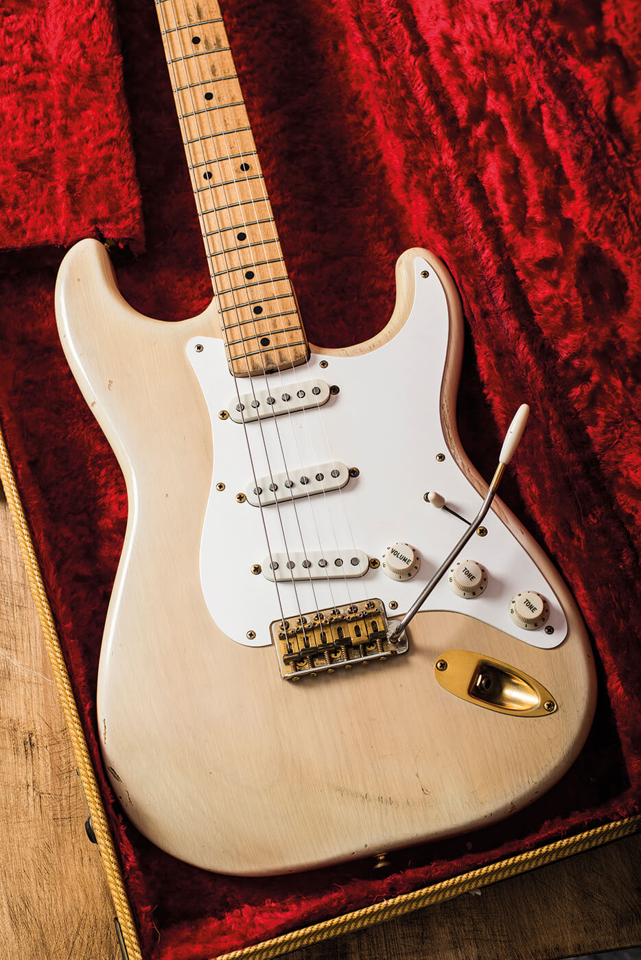 Get the guaranteed best price on Solid Body Electric Guitars like the Fender Artist Series Buddy Guy Polka Dot Stratocaster Electric Guitar at Musicians Friend.