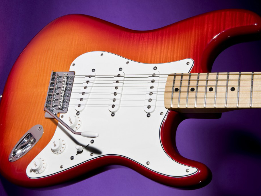 Fender Strat SSS´50 s Classic Play Control Description and Fender RED ACCESSORY