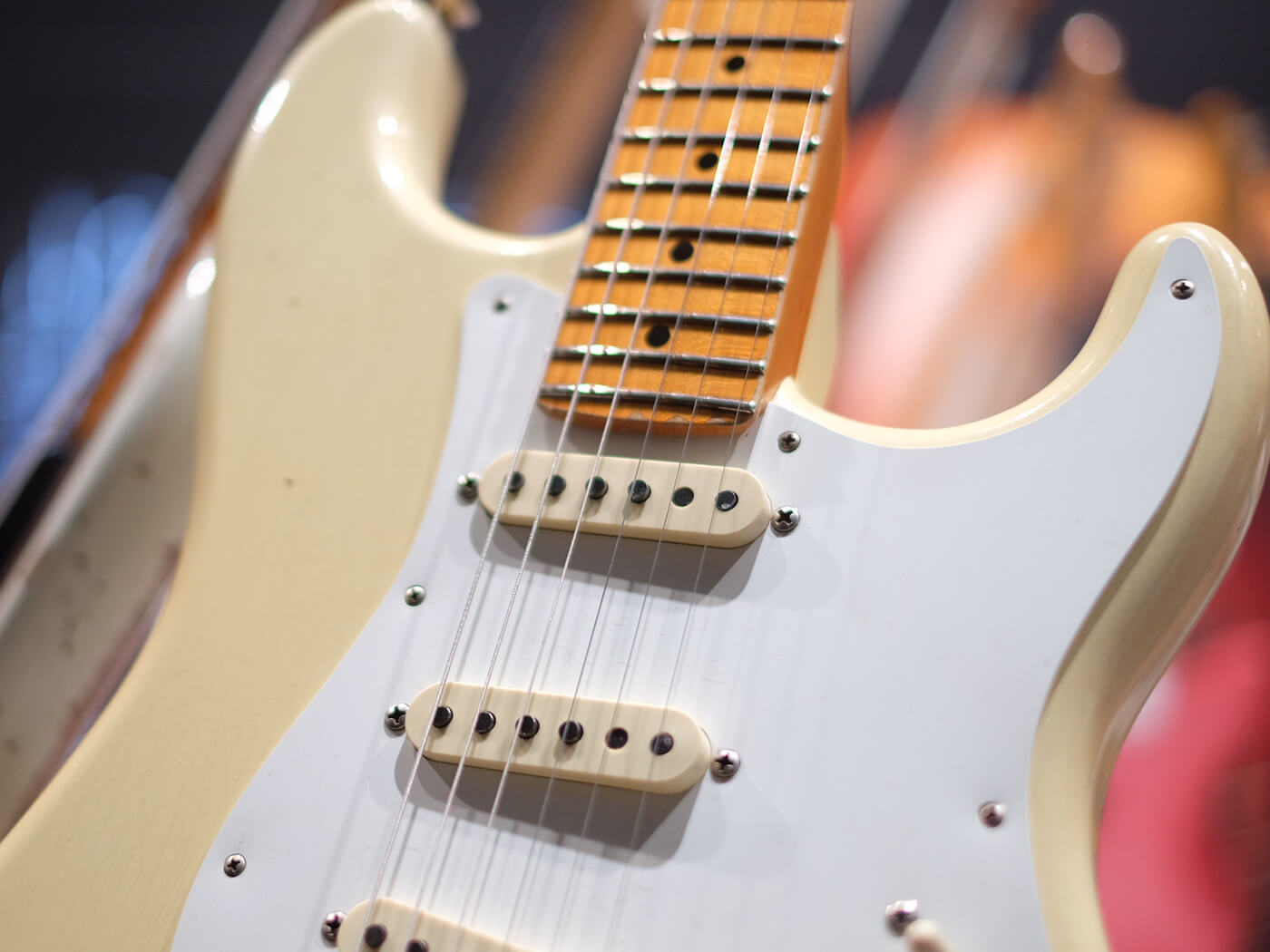 2019 Postmodern Stratocaster Maple Journeyman Relic, Aged Vintage White