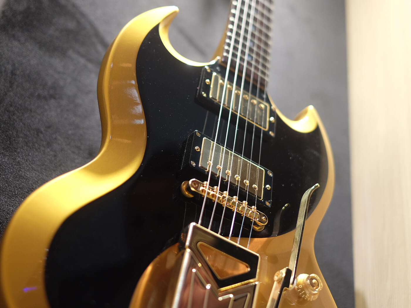 Billy Gibbons Contour SG Prototype, Gold & Black