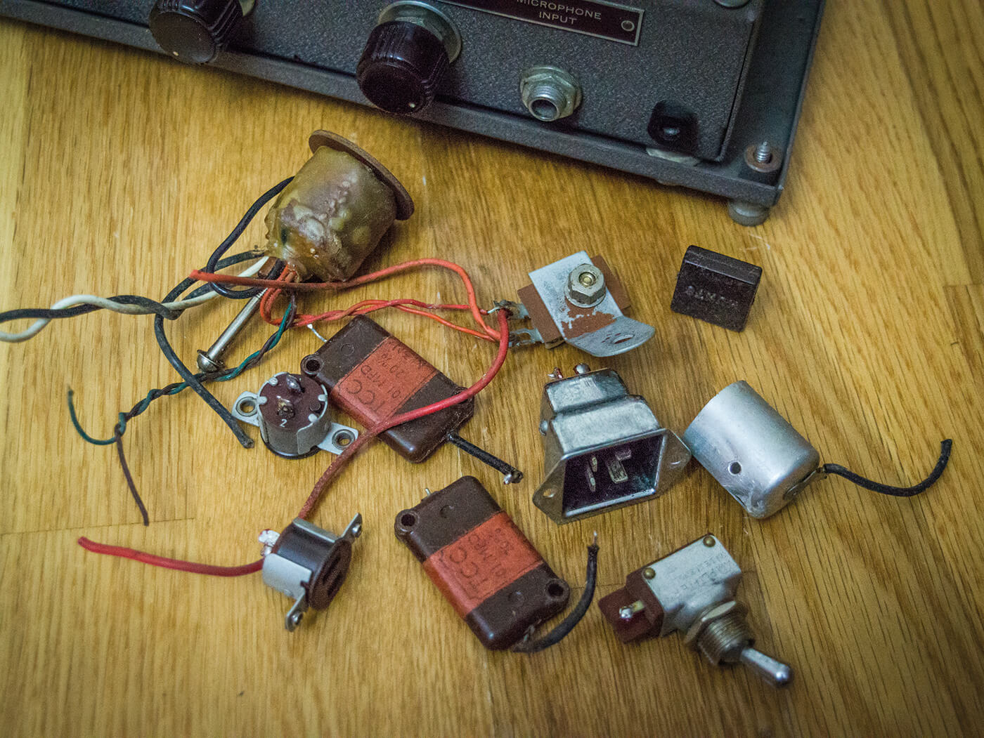 DIY Bell & Howell Filmosound Amp removed parts