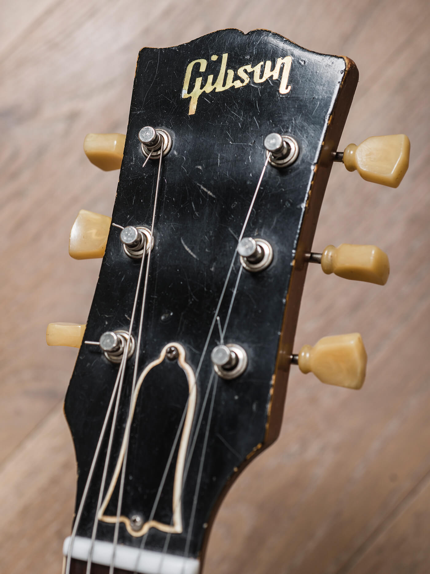 Cosmo Collection Les Paul headstock