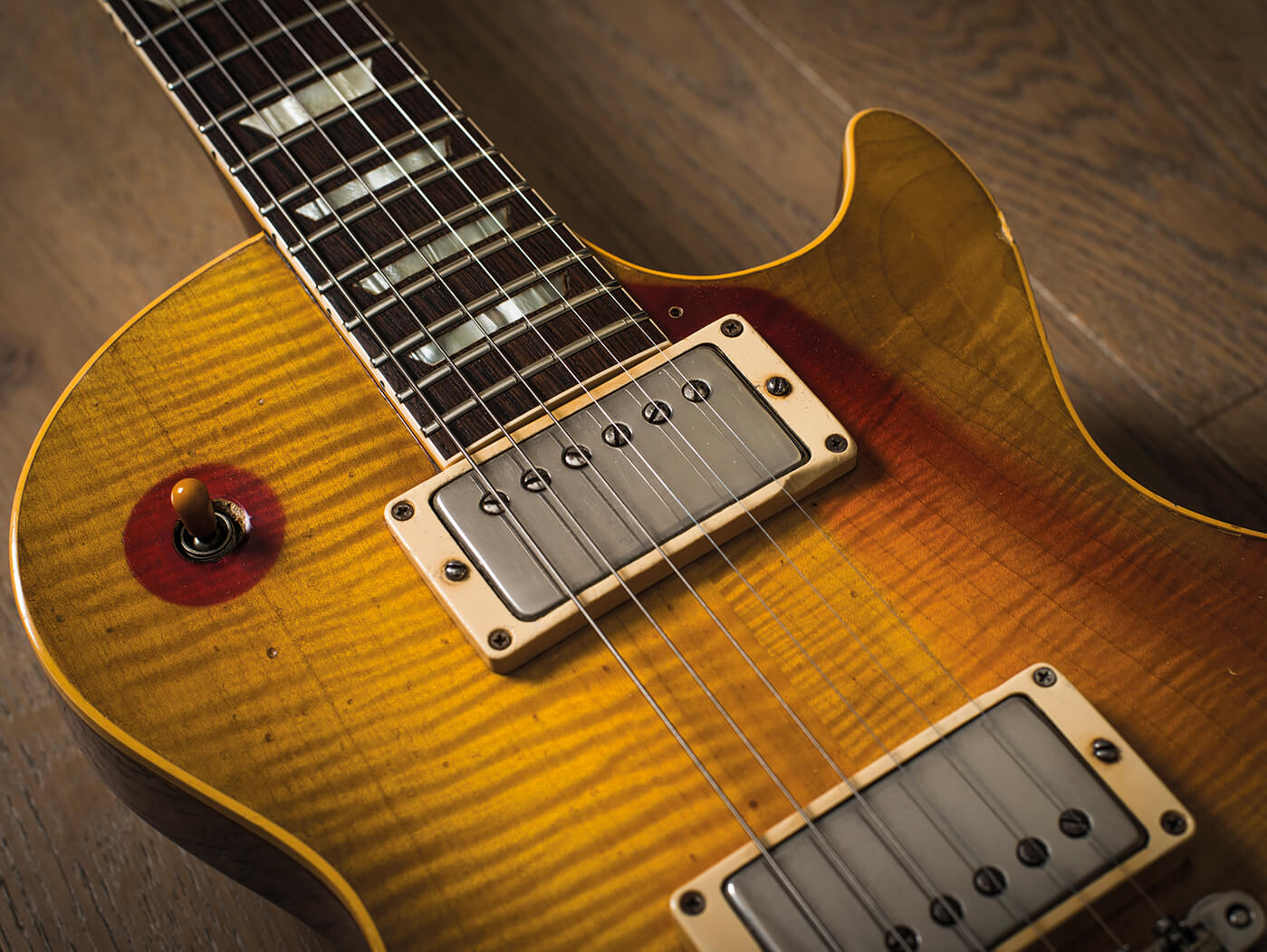 Cosmo Collection Les Paul close up