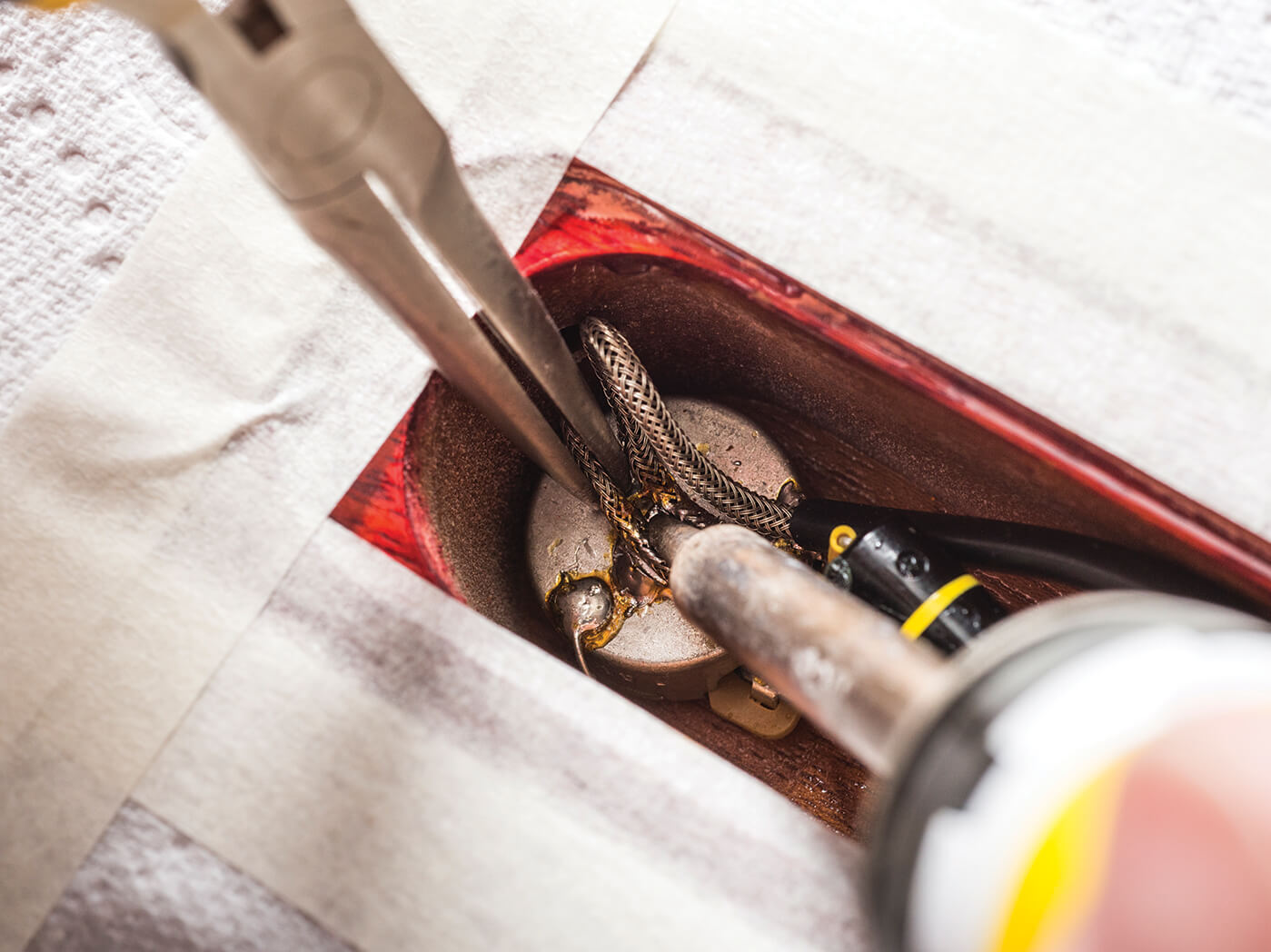 DIY Handbook replacing pickup shield wire