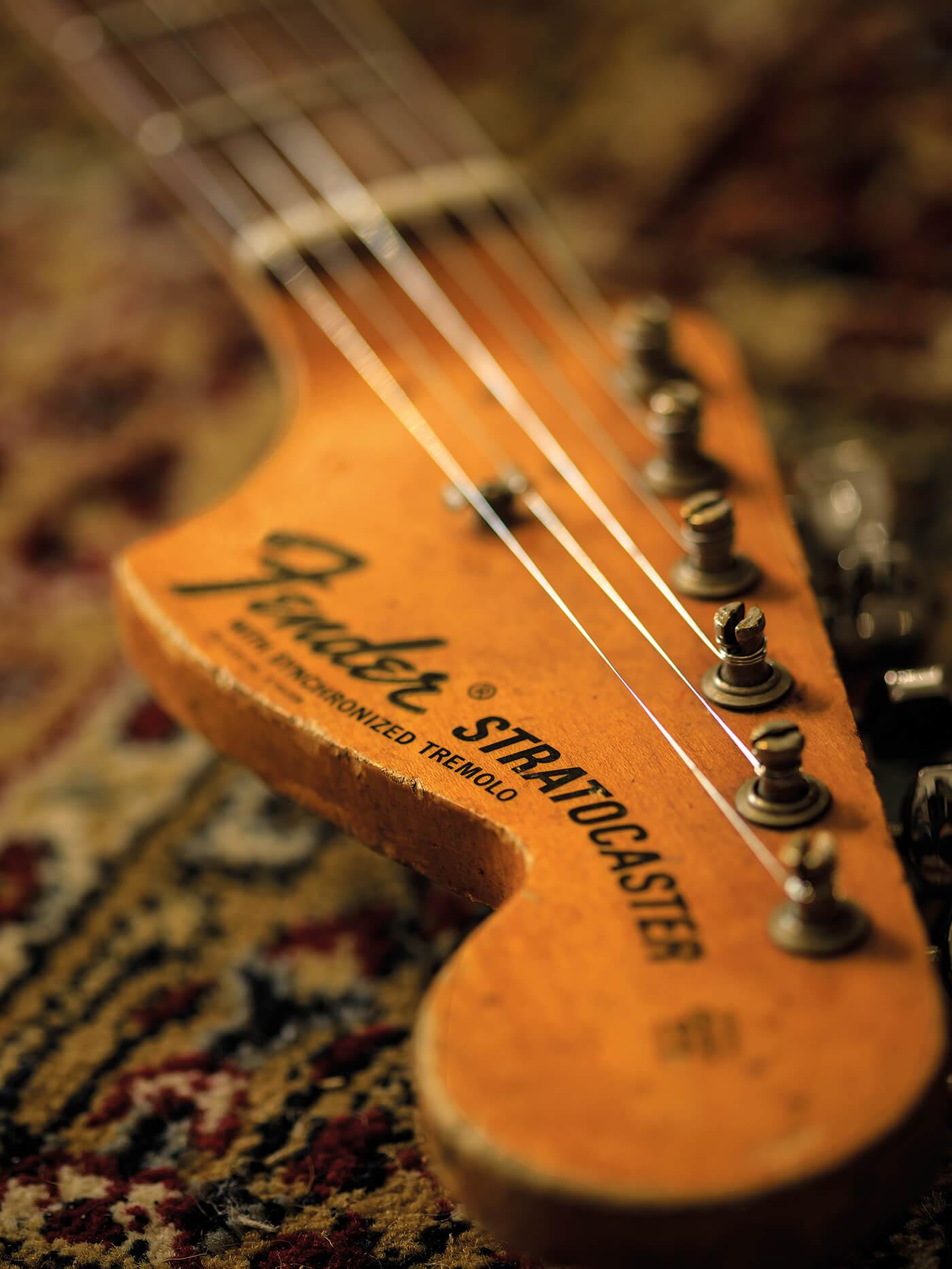 Collections Elite Vintage Guitars 1968 Fender Stratocaster headstock