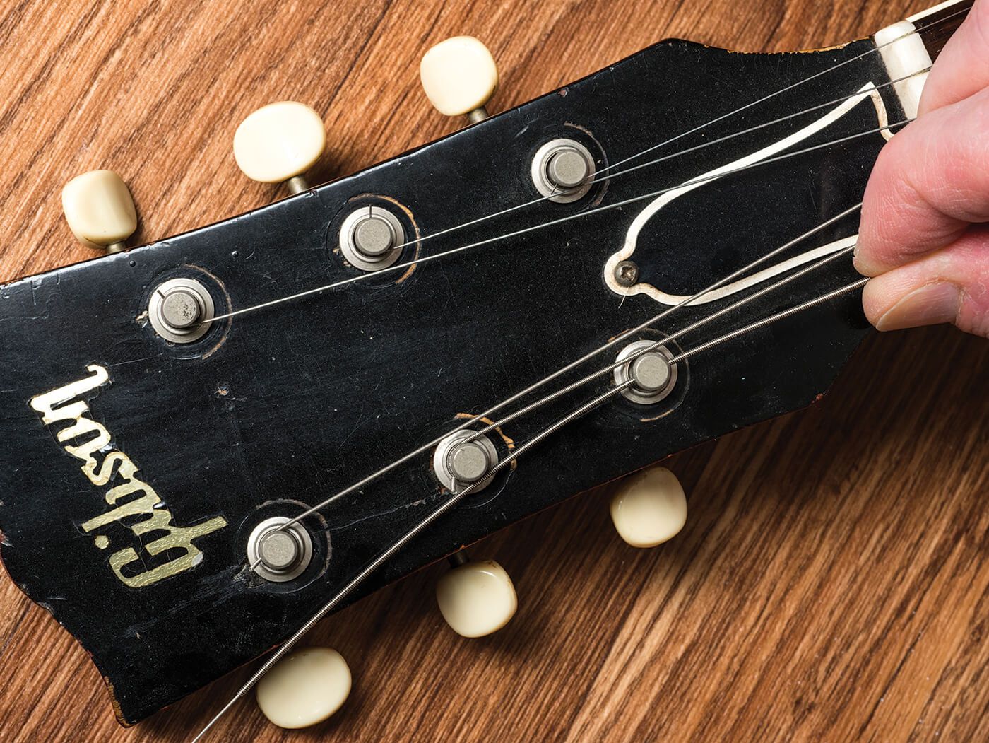 How to restring Bigsby
