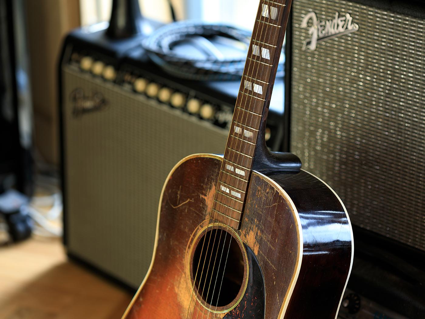 edwyn collins vintage gibson acoustic guitar