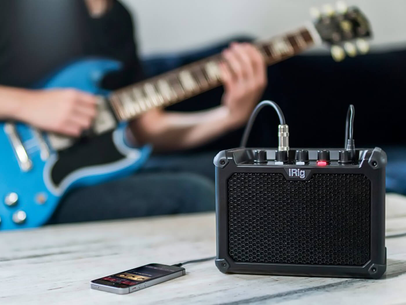 IK Multimedia iRig Micro Amp being played