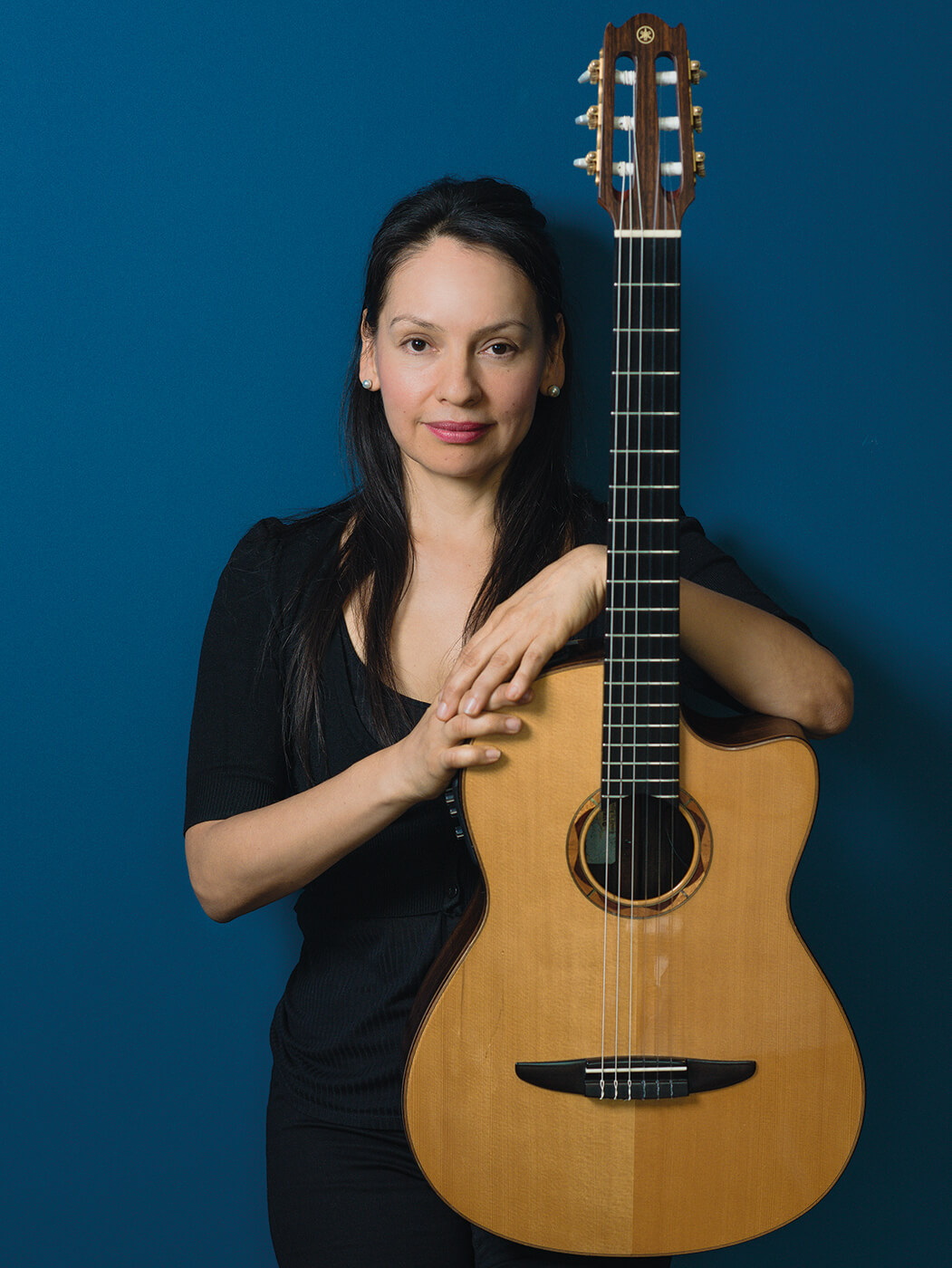 Rodrigo y Gabriela Gabriela with guitar