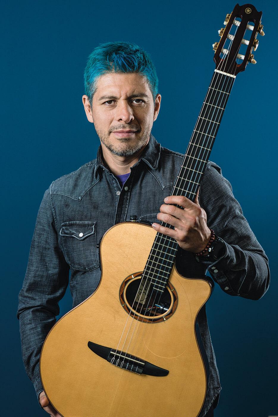 Rodrigo y Gabriela Rodrigo with guitar