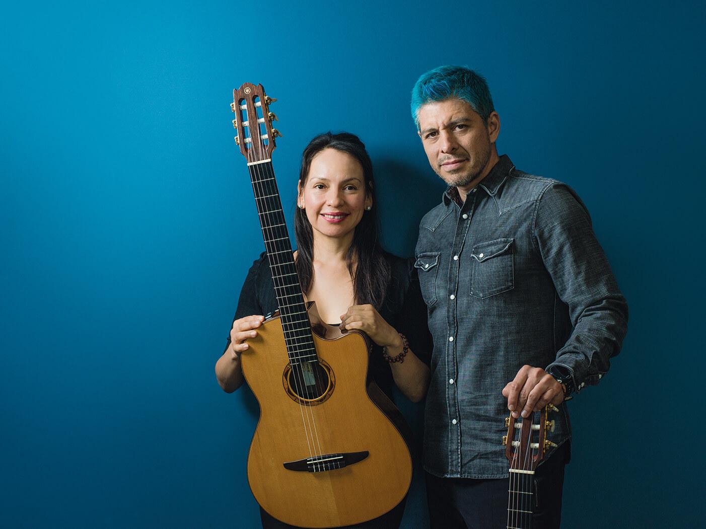 Interview Rodrigo y Gabriela side by side