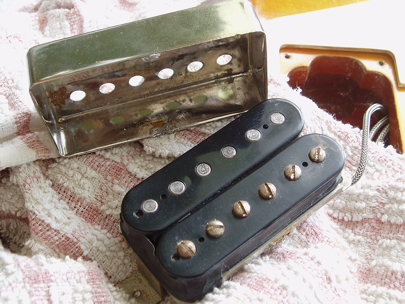 gibson les paul pickup cover remove