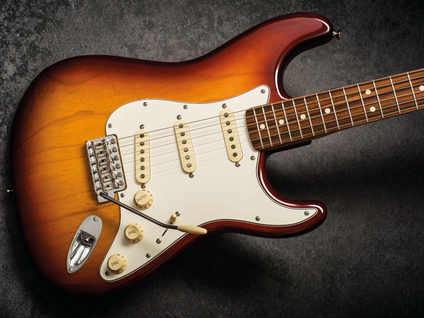 Fender Vintera 70s Strat sunburst finish style shot