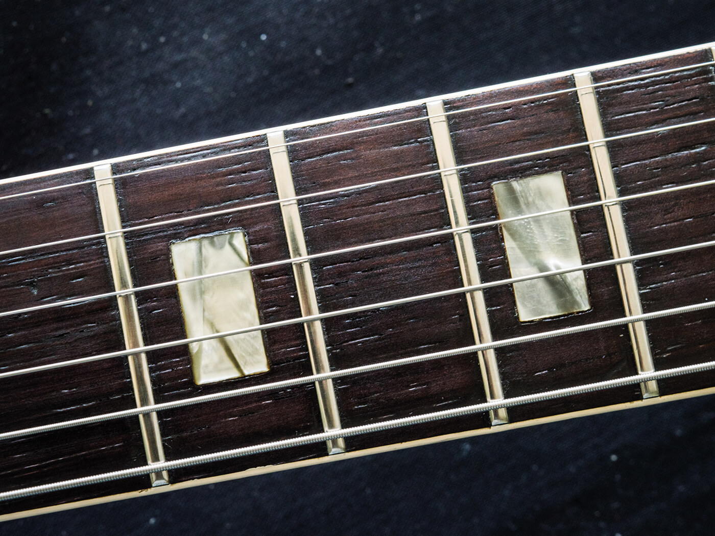 Gibson ES-330 cleaned fingerboard