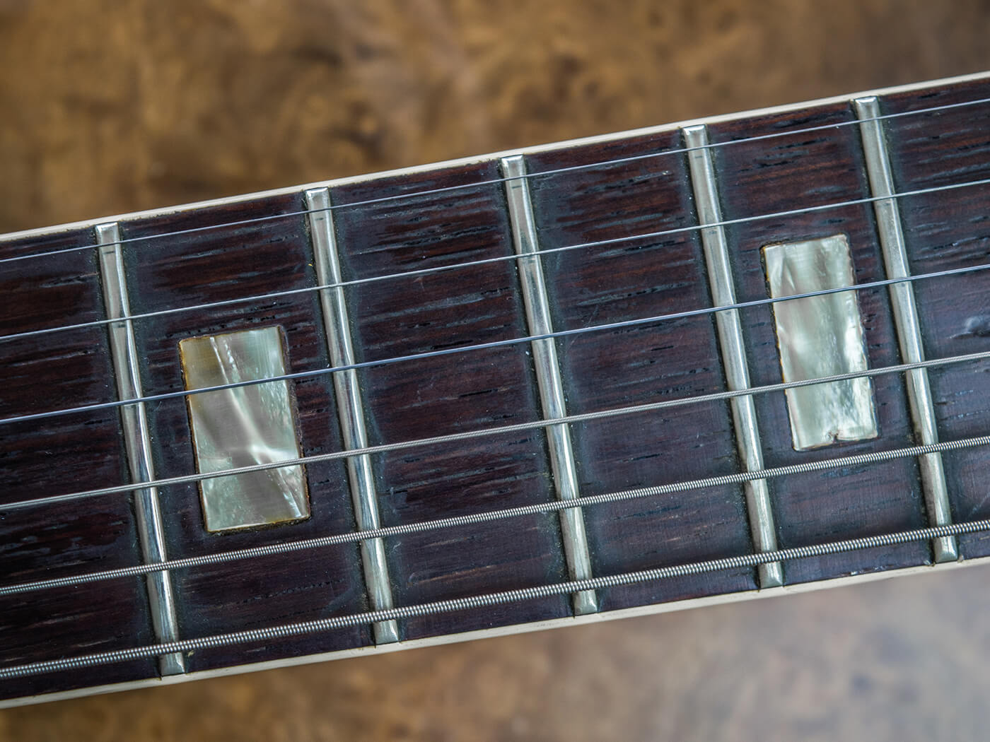 Gibson ES-330 dirty fingerboard