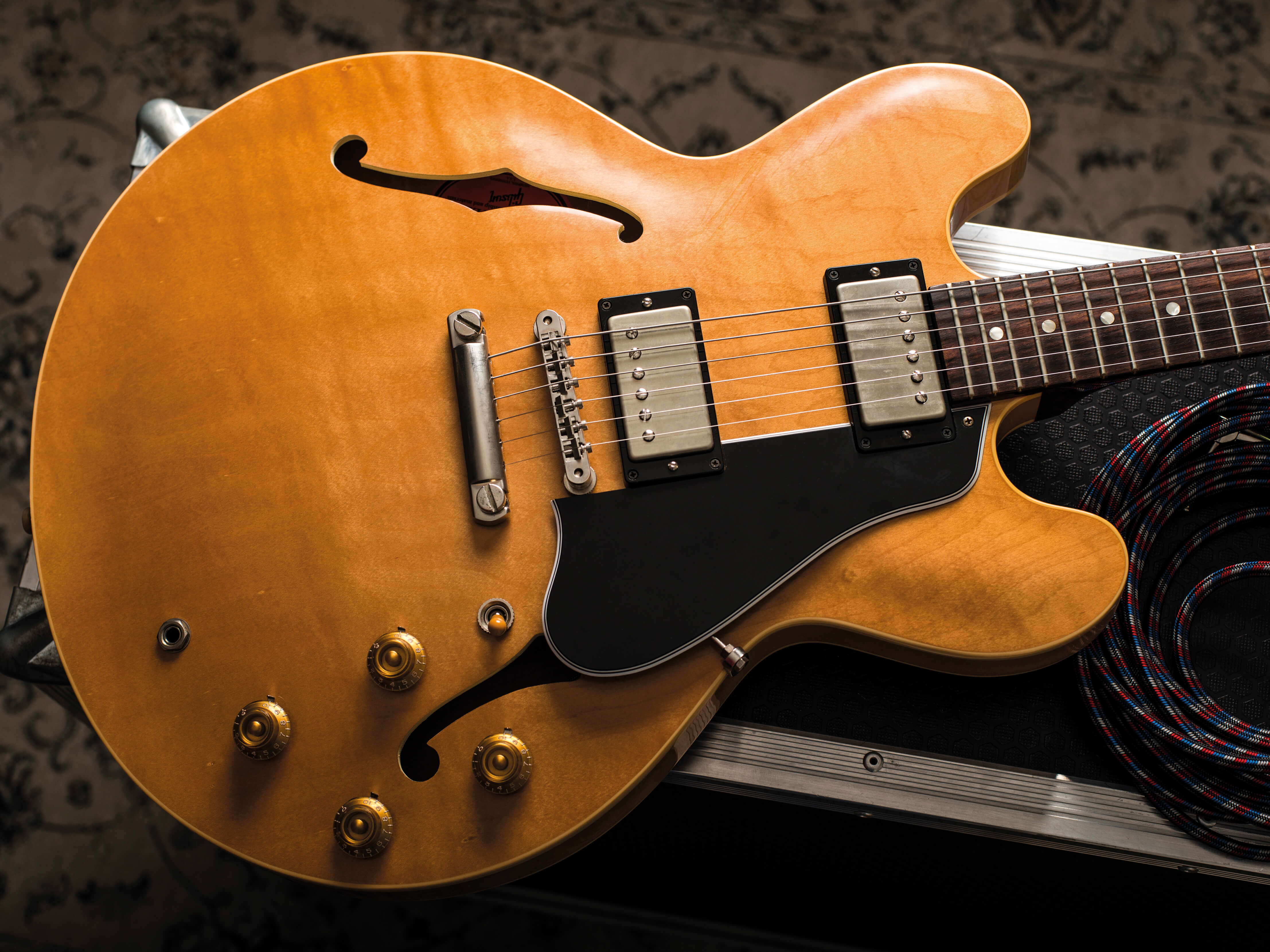 an oral history of the gibson es 335. Black Bedroom Furniture Sets. Home Design Ideas