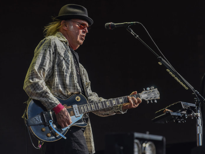 Neil Young with les paul