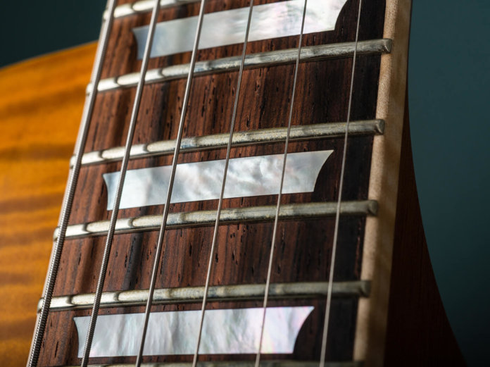 Nik Huber Orca '59 fretboard inlay and radius