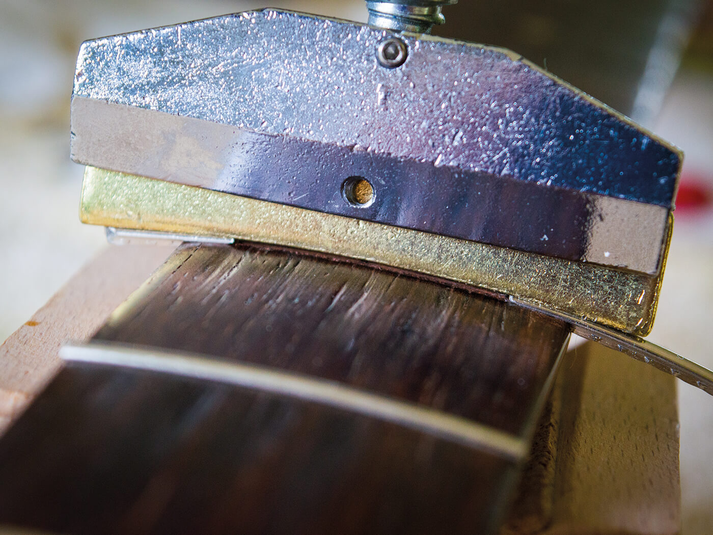Caul guiding frets on strat fingerboard