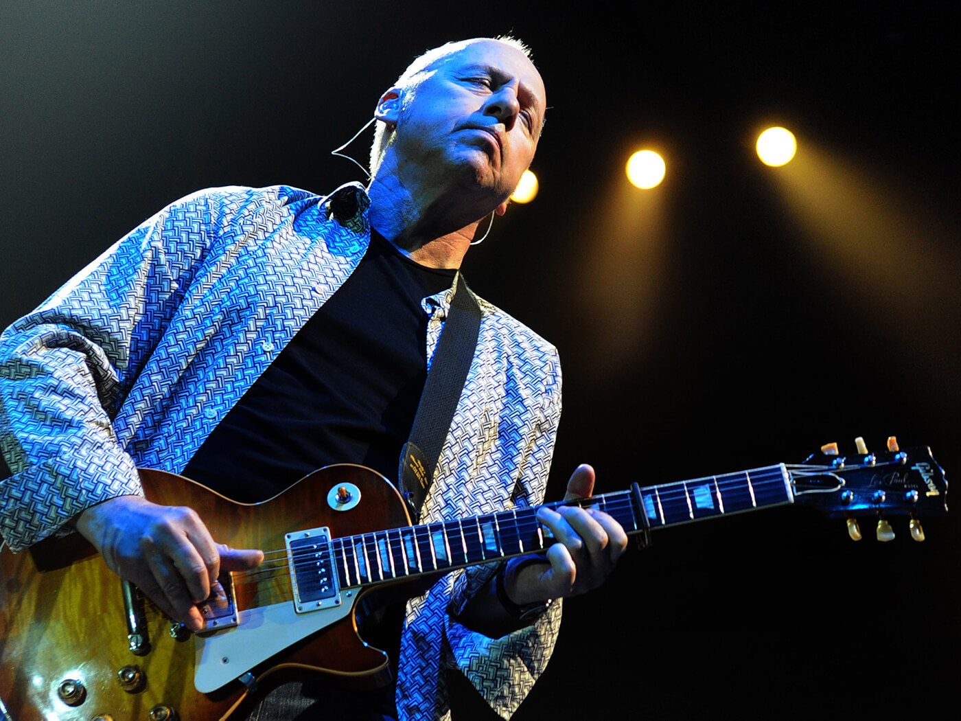 Mark Knopfler playing Gibson Les Paul