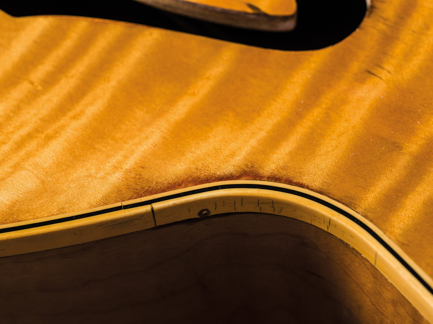 T-Bone Walker Gibson 1949 ES-5 cracked binding