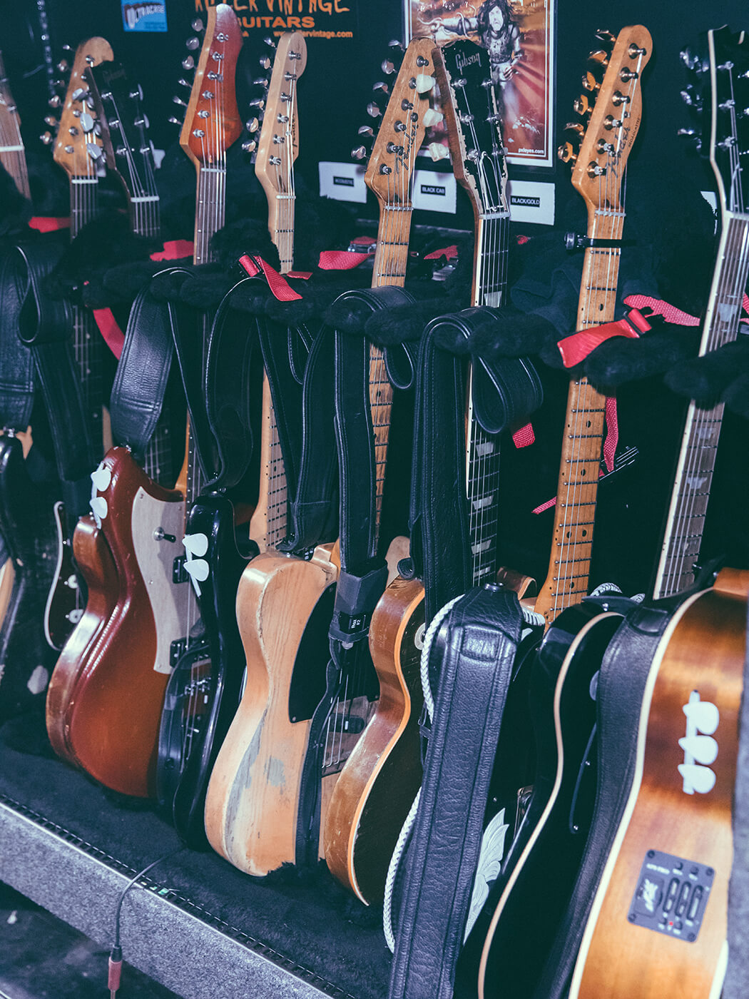 Keith Urban (Guitars)