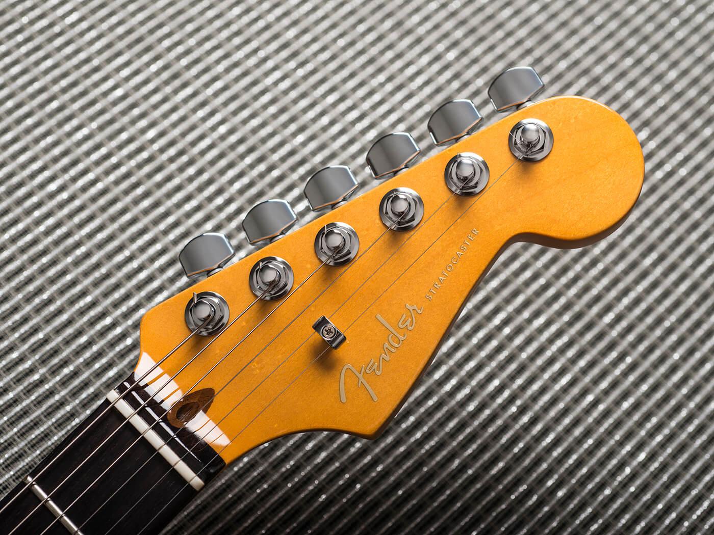 Fender American Ultra Stratocaster (Headstock)