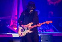 Mick Mars of Mötley Crüe performs in Wembley, London in 2015