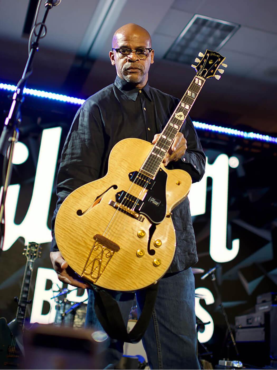 Chuck Berry Tribute ES-350T