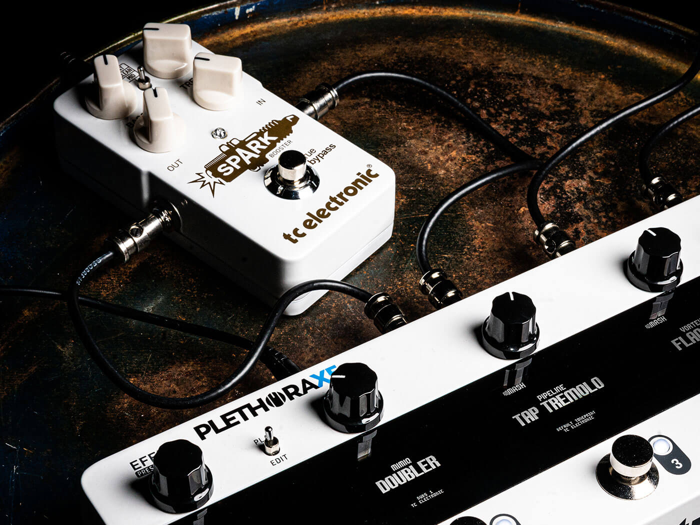 The Plethora X5 lets you drop your own pedals into its chain.