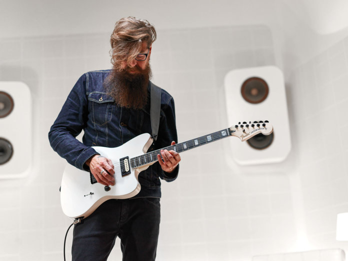 Jim Root with the Jazzmaster V4