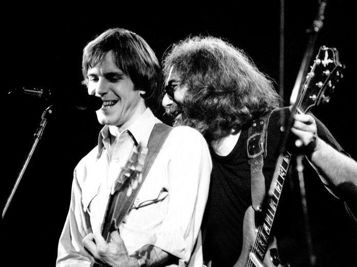 grateful dead onstage bob weir jerry garcia