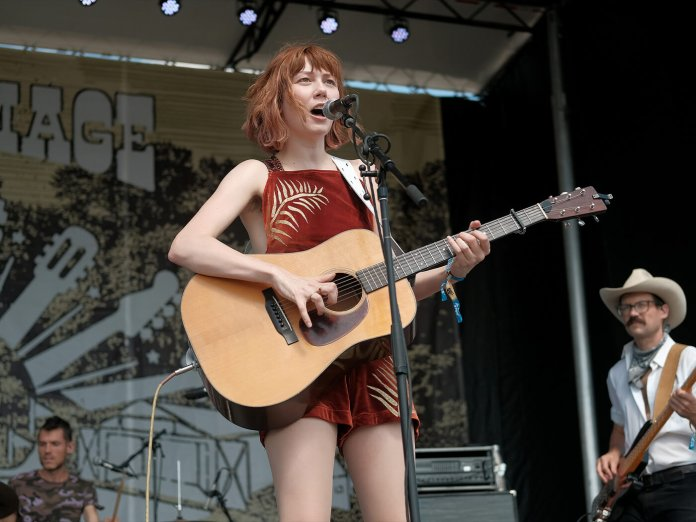 Molly Tuttle Onstage