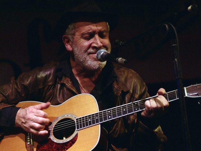Gordon Haskell onstage