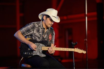 You Re Up There Without A Net Brad Paisley On Esquires Hidden Pickups And His New Signature Fender