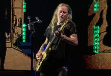 Jerry Cantrell onstage